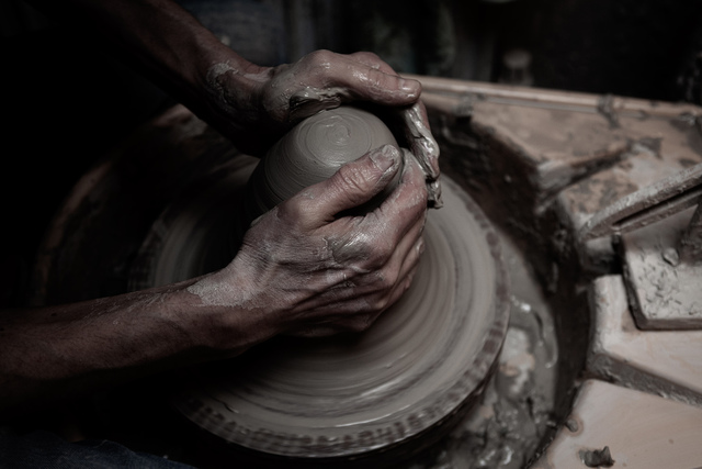 The Penny Vase process: The Penny Vase being thrown on a potter's wheel   1882 Ltd.
